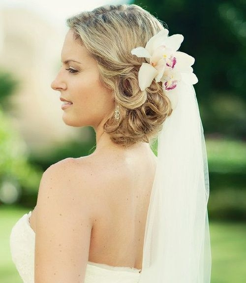 Awesome 20 breezy beach wedding hairstyles and hair ideas short Short Hair Wedding Styles With Veil Choices