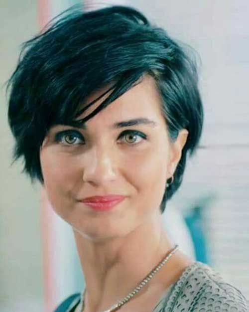 Awesome 20 short hairstyles for fat faces and double chins 2019 Short Haircuts For Fat Round Faces Choices