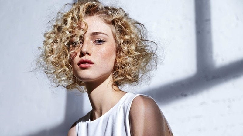 Awesome 30 easy hairstyles for short curly hair the trend spotter Hairstyles For Curly Hair Short Easy Inspirations