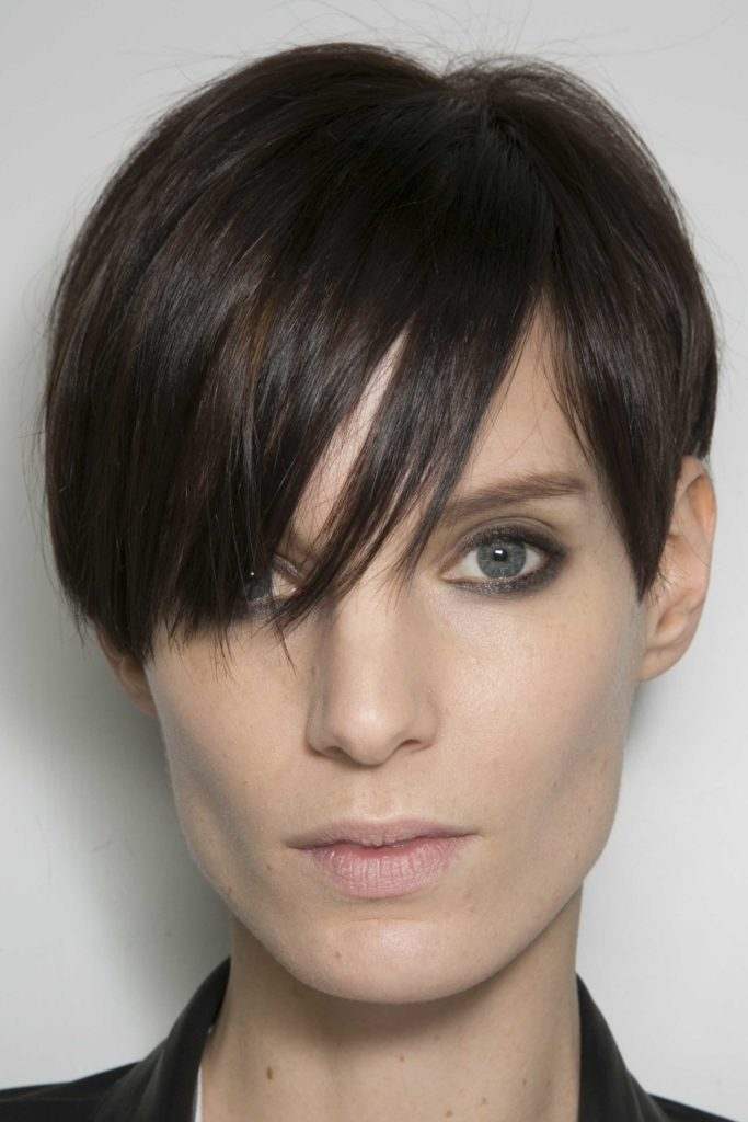 Awesome 5 best short haircuts for square faces in 2020 all things Short Hairstyle For Square Face Ideas
