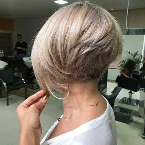 Fresh flattering layered short haircuts for thick hair short Short Layered Styles For Thick Hair Inspirations