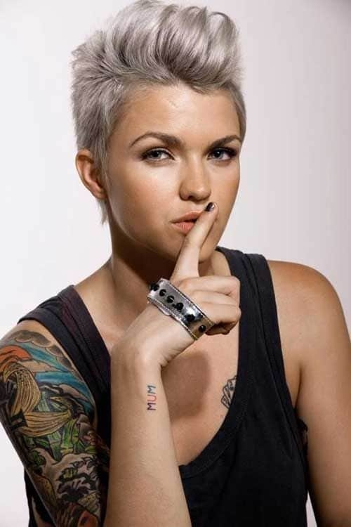 Stylish 10 striking short silver hair to make you look young Short Haircuts For Silver Hair Choices