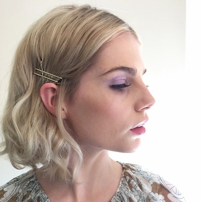 Stylish 25 bob pin hairstyles you havent tried but should glamour Styling Short Hair With Bobby Pins Choices