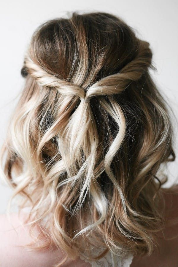 Stylish 5 hairstyles that require zero curling iron skills via Cute Easy Hairstyles For Short Wavy Hair Choices