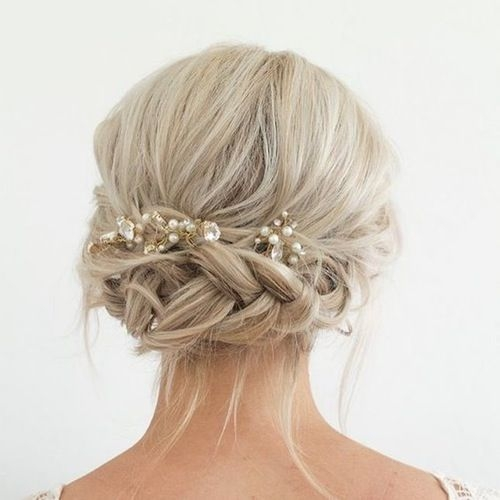 Trend 12 non cheesy bridal party dos your bridesmaids will love Short Hairstyles For Bridal Party Ideas