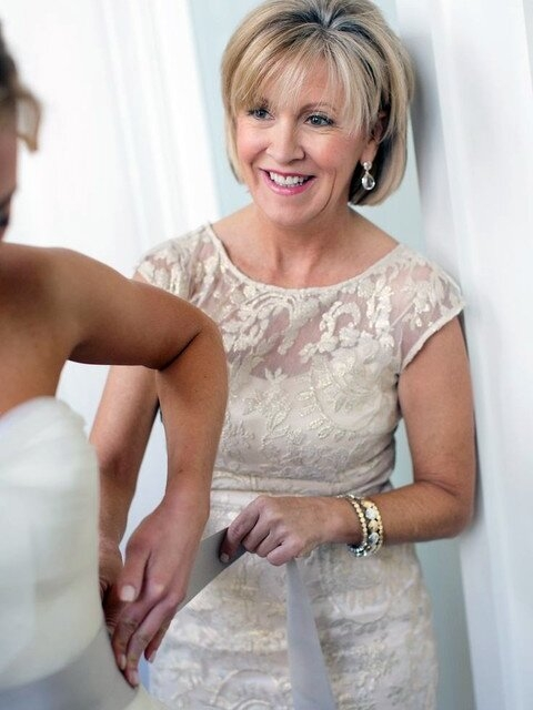 Trend elegant mother of the bride hairstyles southern living Short Hairstyles For Mother Of The Bride Uk Choices